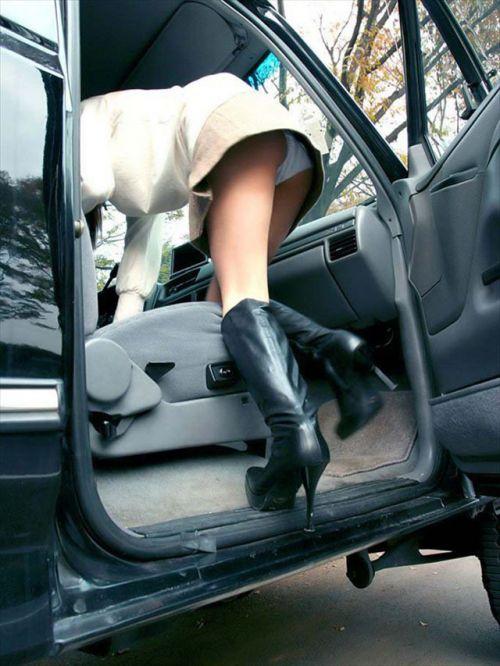 車の乗り降りする時のパンチラチャンスを盗撮した画像がこちらですwww 32枚 No.28