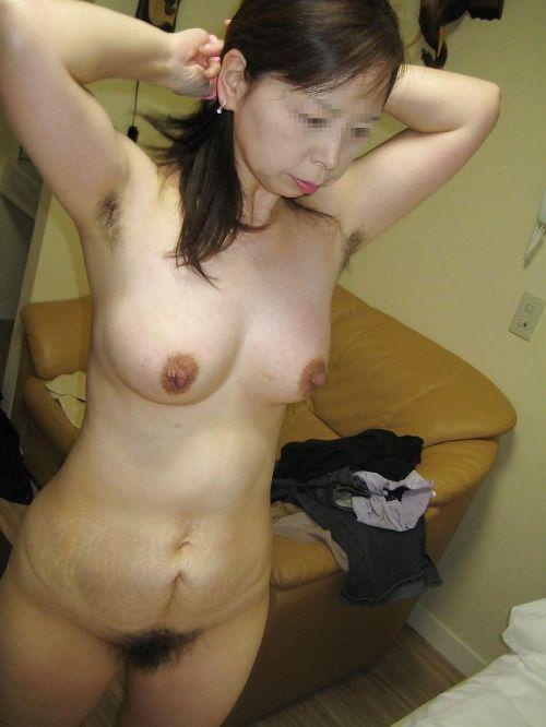 ワキ毛が生えた妖艶な熟女に顔を埋めて匂いたい腋フェチエロ画像 32枚 No.5