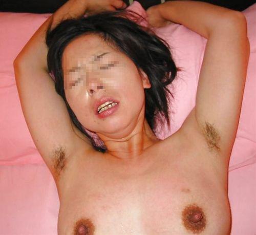 ワキ毛が生えた妖艶な熟女に顔を埋めて匂いたい腋フェチエロ画像 32枚 No.7
