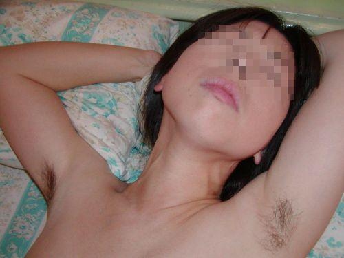 ワキ毛が生えた妖艶な熟女に顔を埋めて匂いたい腋フェチエロ画像 32枚 No.15