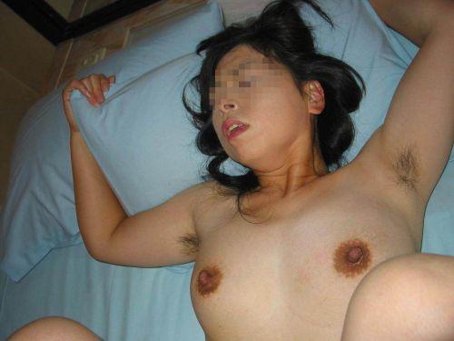 ワキ毛が生えた妖艶な熟女に顔を埋めて匂いたい腋フェチエロ画像 32枚 No.21