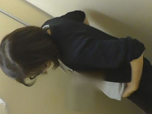 看護師(ナース)が和式や洋式トイレで聖水出しちゃう盗撮エロ画像 37枚 No.4