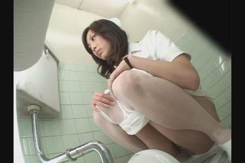 看護師(ナース)が和式や洋式トイレで聖水出しちゃう盗撮エロ画像 37枚 No.26