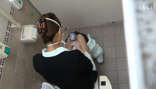 看護師(ナース)が和式や洋式トイレで聖水出しちゃう盗撮エロ画像 37枚 No.27