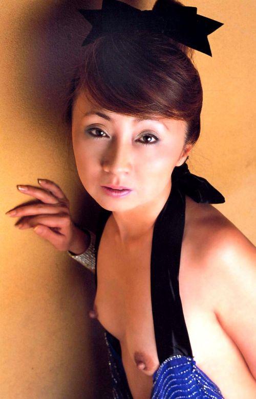 【画像】有名熟女芸能人達限定のヌードがスタイル抜群でエロ過ぎwww 104枚 No.38