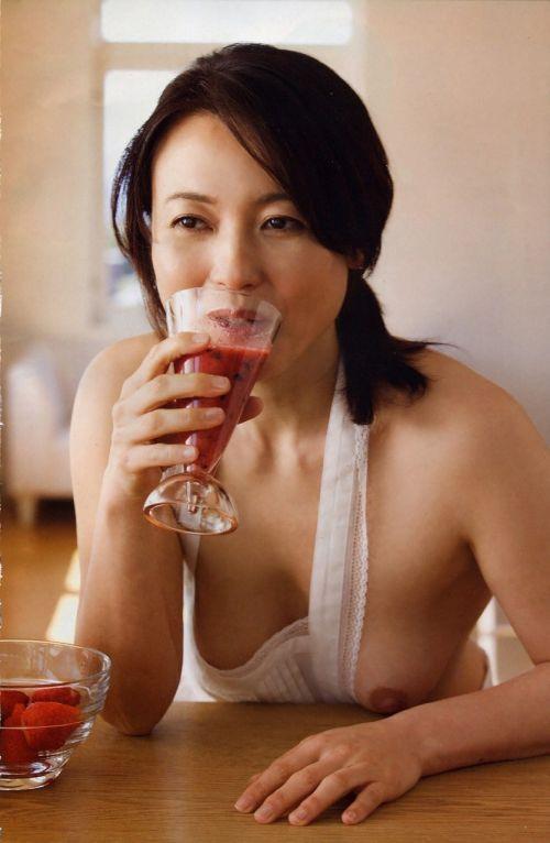 【画像】有名熟女芸能人達限定のヌードがスタイル抜群でエロ過ぎwww 104枚 No.45
