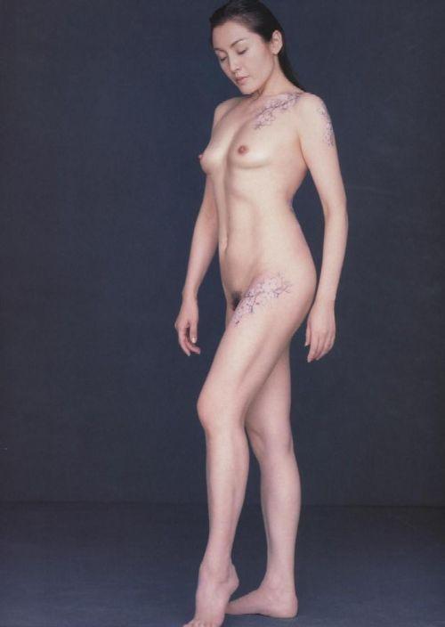 【画像】有名熟女芸能人達限定のヌードがスタイル抜群でエロ過ぎwww 104枚 No.89