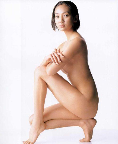 【画像】有名熟女芸能人達限定のヌードがスタイル抜群でエロ過ぎwww 104枚 No.94