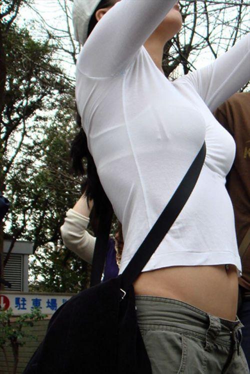 素人女性の巨乳にメリメリ食い込むパイスラッシュの盗撮エロ画像 33枚 No.2