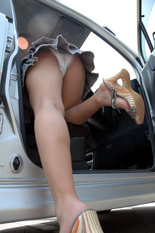 車の乗り降りで前屈みになったお尻パンチラを盗撮したエロ画像 34枚 No.6