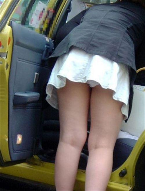 車の乗り降りで前屈みになったお尻パンチラを盗撮したエロ画像 34枚 No.18