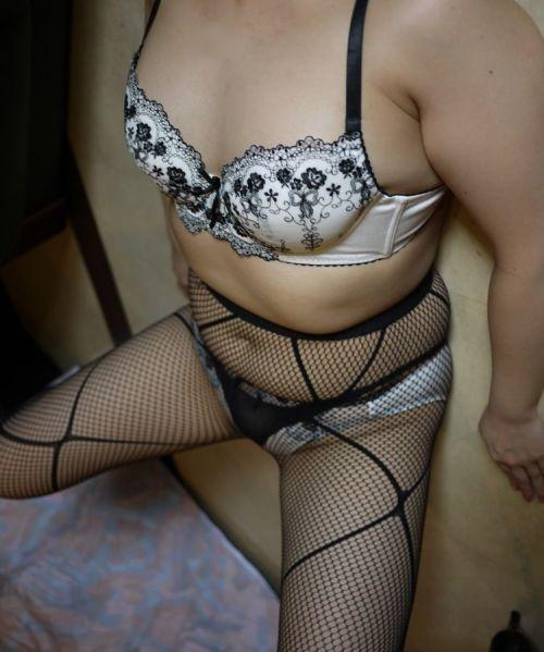 熟女や人妻がおっぱい丸見えのセクシーな下着で誘惑してくるエロ画像 38枚 No.31