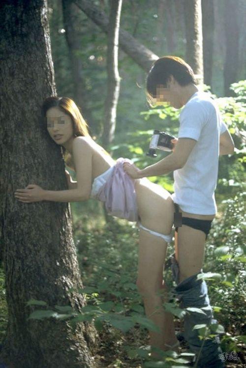 露出好きな変態カップルが野外でセックス・青姦してるエロ画像 37枚 No.7