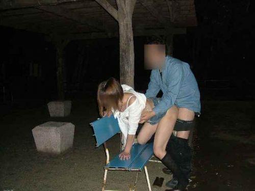 露出好きな変態カップルが野外でセックス・青姦してるエロ画像 37枚 No.19