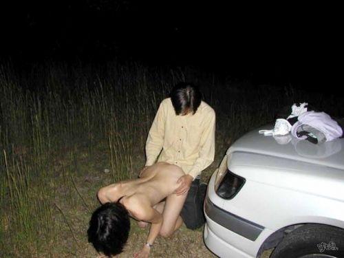 露出好きな変態カップルが野外でセックス・青姦してるエロ画像 37枚 No.31