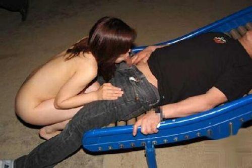 露出好きな変態カップルが野外でセックス・青姦してるエロ画像 37枚 No.32