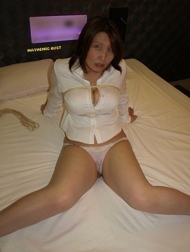 【エロ画像】熟女・人妻の股間がエッチな下着姿でもっこりしちゃおうぜww w 40枚 No.3