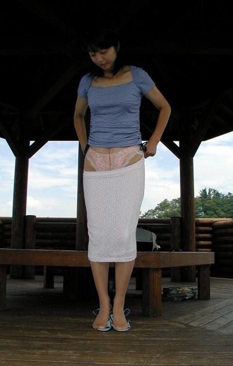 【エロ画像】熟女・人妻の股間がエッチな下着姿でもっこりしちゃおうぜww w 40枚 No.31