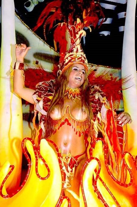 サンバカーニバルで外国人がおっぱい丸出しで踊り狂うエロ画像 36枚 No.6