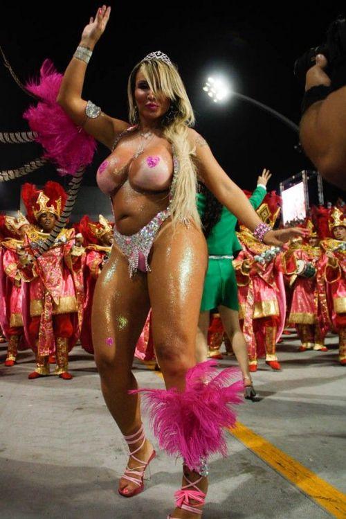 サンバカーニバルで外国人がおっぱい丸出しで踊り狂うエロ画像 36枚 No.7