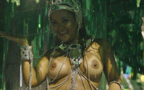 サンバカーニバルで外国人がおっぱい丸出しで踊り狂うエロ画像 36枚 No.13