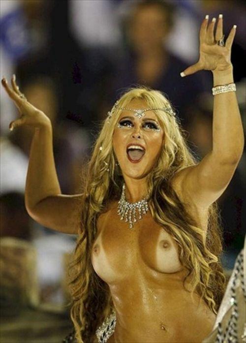 サンバカーニバルで外国人がおっぱい丸出しで踊り狂うエロ画像 36枚 No.14