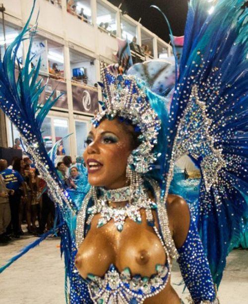 サンバカーニバルで外国人がおっぱい丸出しで踊り狂うエロ画像 36枚 No.15