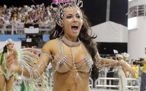 サンバカーニバルで外国人がおっぱい丸出しで踊り狂うエロ画像 36枚 No.19