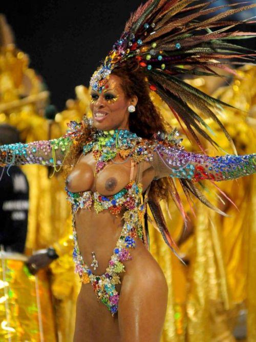 サンバカーニバルで外国人がおっぱい丸出しで踊り狂うエロ画像 36枚 No.23