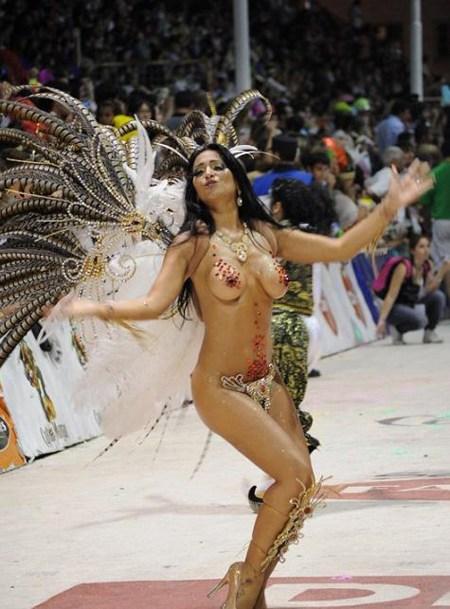 サンバカーニバルで外国人がおっぱい丸出しで踊り狂うエロ画像 36枚 No.25