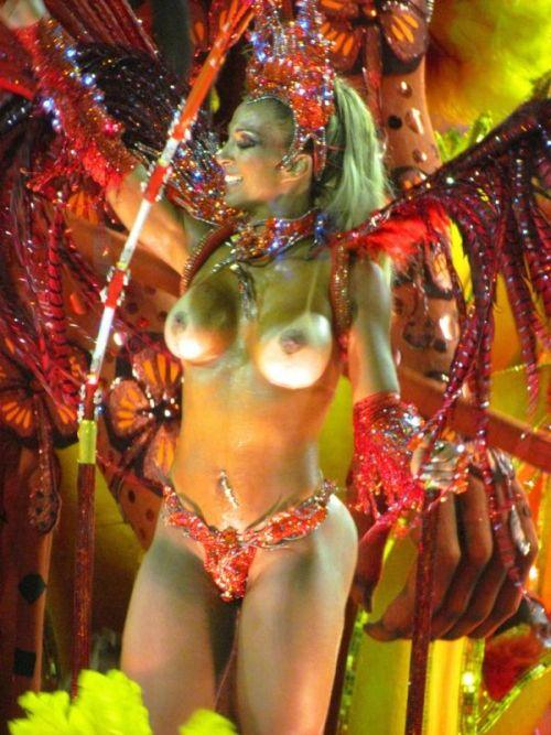 サンバカーニバルで外国人がおっぱい丸出しで踊り狂うエロ画像 36枚 No.26