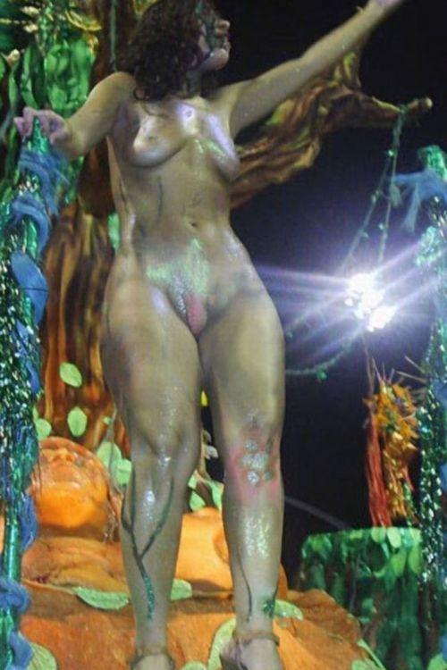 サンバカーニバルで外国人がおっぱい丸出しで踊り狂うエロ画像 36枚 No.27