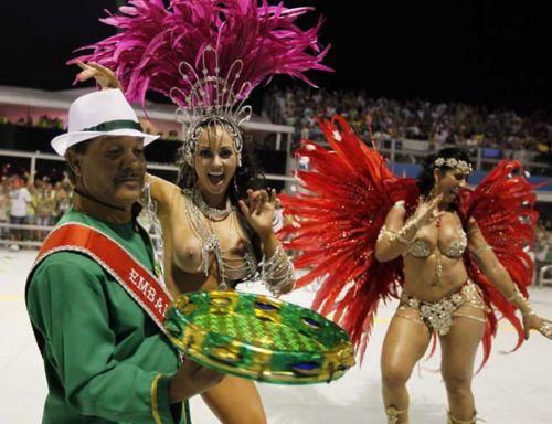 サンバカーニバルで外国人がおっぱい丸出しで踊り狂うエロ画像 36枚 No.33