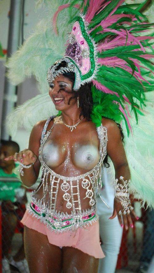 サンバカーニバルで外国人がおっぱい丸出しで踊り狂うエロ画像 36枚 No.34