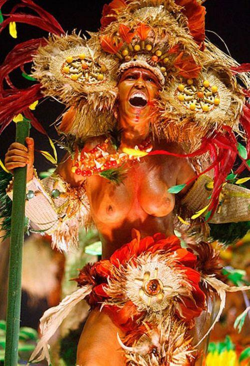 サンバカーニバルで外国人がおっぱい丸出しで踊り狂うエロ画像 36枚 No.35