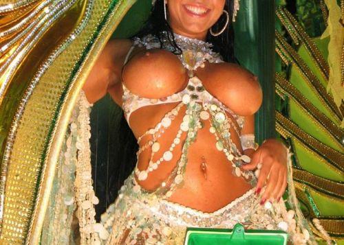 サンバカーニバルで外国人がおっぱい丸出しで踊り狂うエロ画像 36枚 No.36