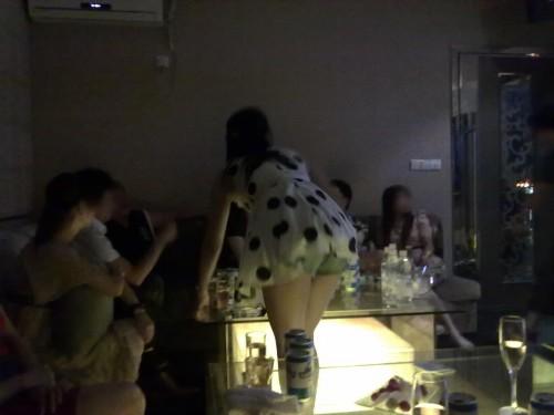 【エロ画像】同伴希望!キャバ嬢のパンチラや美脚を盗撮したったwww 31枚 No.24
