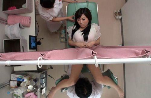 【画像】産婦人科医が診察室でおまんこを触診する手つきがエロ過ぎwww 31枚 No.5