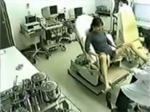 【画像】産婦人科医が診察室でおまんこを触診する手つきがエロ過ぎwww 31枚 No.7