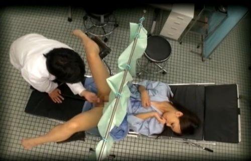 【画像】産婦人科医が診察室でおまんこを触診する手つきがエロ過ぎwww 31枚 No.29