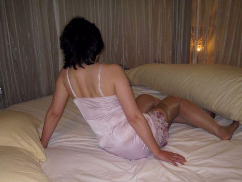 熟女や人妻の高級スリップ姿にワンランク上の恋愛を感じるエロ画像 54枚 No.4