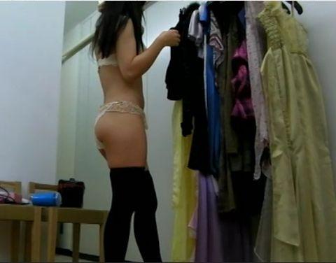 キャバクラの更衣室でおっぱい丸出しで着替えるキャバ嬢のエロ画像 32枚 No.4