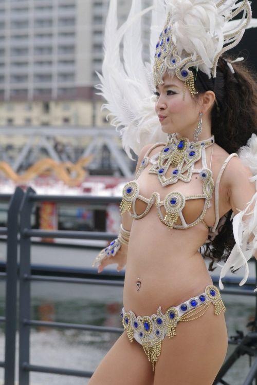 【エロ画像】日本で開催されたサンバカーニバルもほぼ裸体な件 41枚 No.2