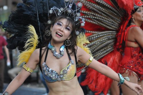 【エロ画像】日本で開催されたサンバカーニバルもほぼ裸体な件 41枚 No.3