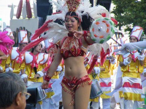 【エロ画像】日本で開催されたサンバカーニバルもほぼ裸体な件 41枚 No.7