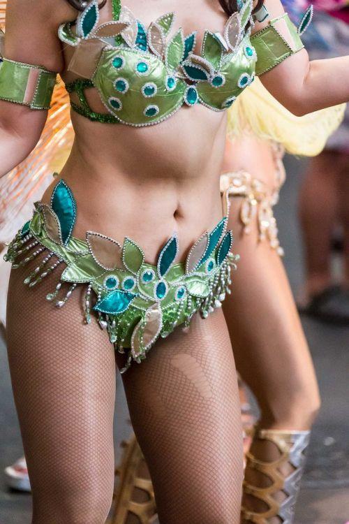 【エロ画像】日本で開催されたサンバカーニバルもほぼ裸体な件 41枚 No.13
