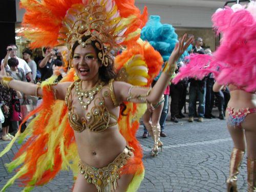 【エロ画像】日本で開催されたサンバカーニバルもほぼ裸体な件 41枚 No.33