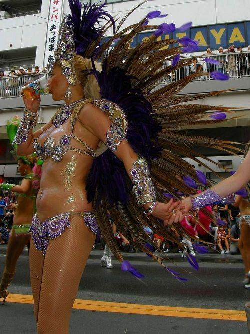 【エロ画像】日本で開催されたサンバカーニバルもほぼ裸体な件 41枚 No.34