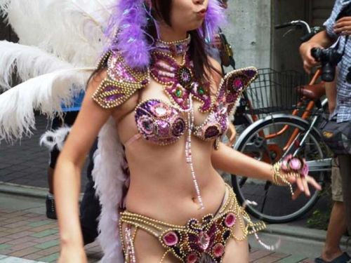 【エロ画像】日本で開催されたサンバカーニバルもほぼ裸体な件 41枚 No.38