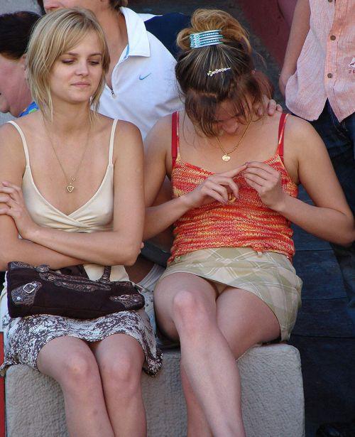 ノーブラの外国人が乳首が透けて胸ポチしてる街撮りエロ画像 35枚 No.13